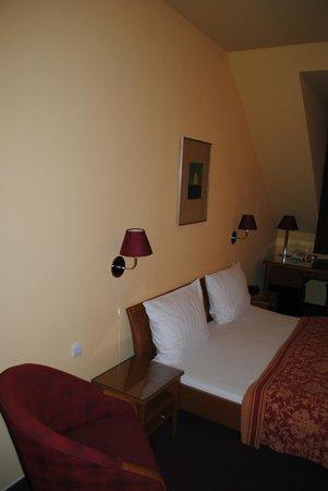 Cloister Inn Hotel: Bedroom