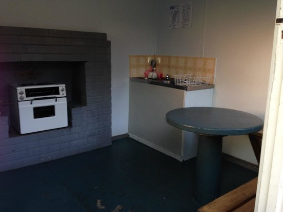 Waters Edge Holiday Park: Camp Kitchen