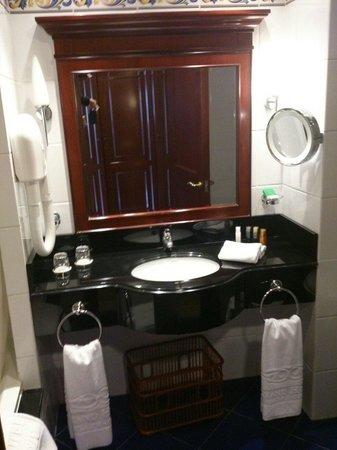Grand Hotel Gozo: Salle de bain chambre 456