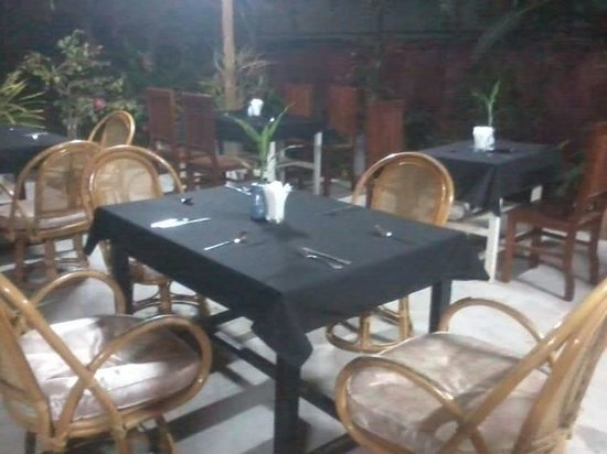 Green Village Angkor Hotel: Outdoor restaurant