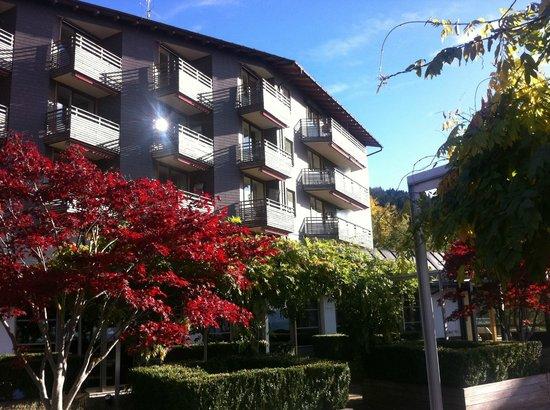 Gesundheitszentrum Rickatschwende: view on the hotel from a terrace
