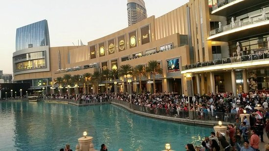 Crowd waiting for the show at the dubai mall picture of for Pool show dubai