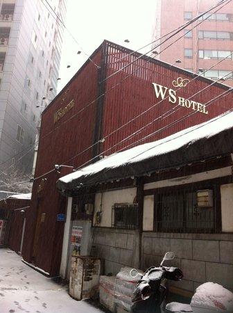 WS Hotel: Entrance
