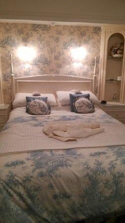 Lower Marsh Farm B & B: Lovely Bed