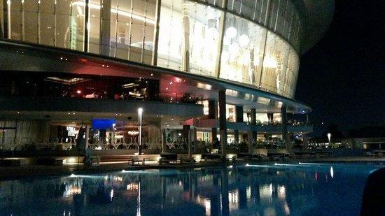 Jumeirah at Etihad Towers: Pool by night