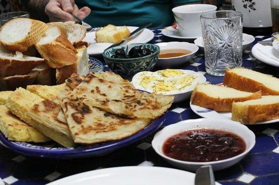 Riad Fes Aicha: Moroccan breakfast