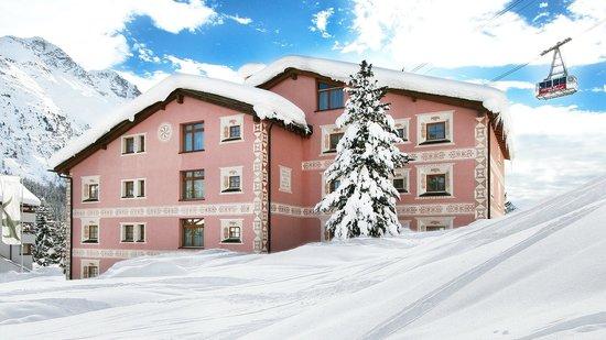 Hotel Cervus: Hotel aussen