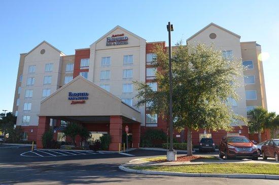 Fairfield Inn & Suites by Marriott Orlando Near Universal Orlando Resort: Hotelgebäude