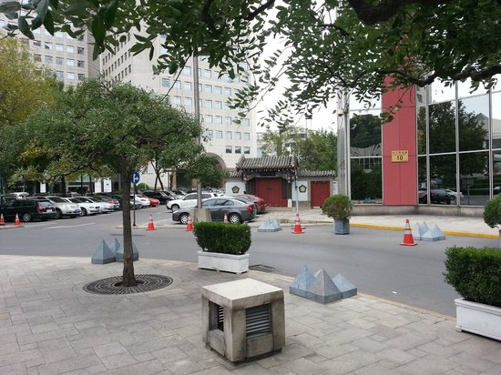 The Great Wall Hotel: Area around front exit/ entry door