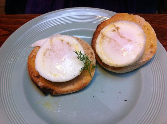 The Fourteas: Poached eggs on an English muffin