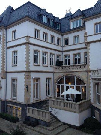 Villa Kennedy: Вид на отель с террасы