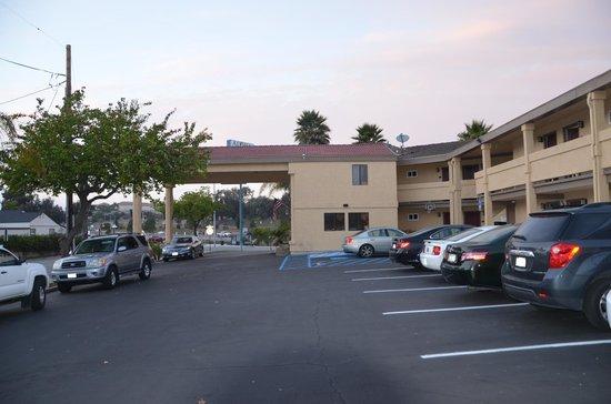 Arroyo Grande, CA: Hotelgebäude