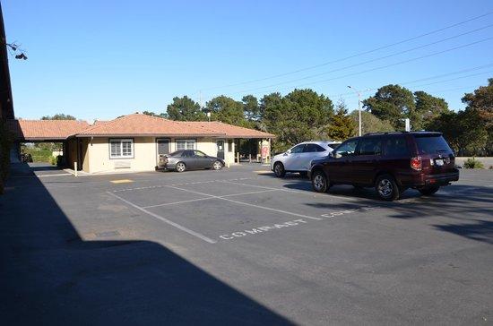 Super 8 Monterey / Carmel : Parkplatz