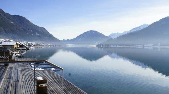 Bio-Vitalhotel Weissenseerhof: Wunderschönes winterliches Bergpanorama von der Terrasse des Spa