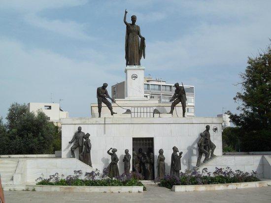 Никозия, Кипр: Liberty Monument