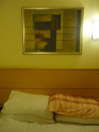 Americana Hotel: .