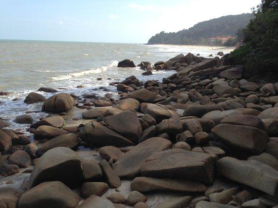 Teluk Chempedak : Beautiful rocks in Teluk Cempedak
