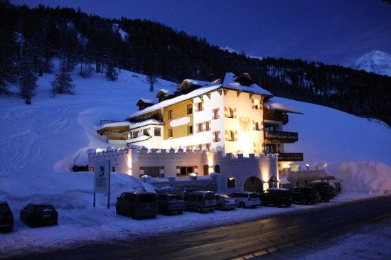 Burghotel Alpengluehn