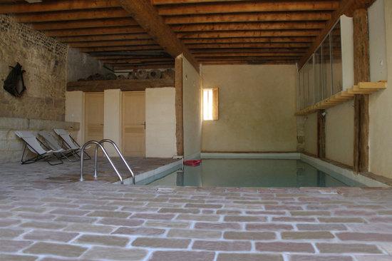 Ancienne Abbaye de Franquevaux : piscine intérieure chauffée