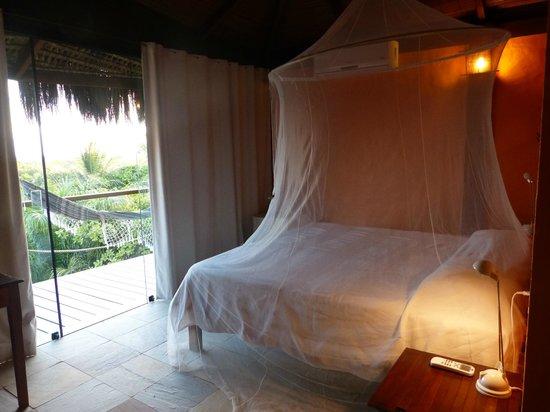 Hotel Alizees Morere: Vista do quarto; cama com vista