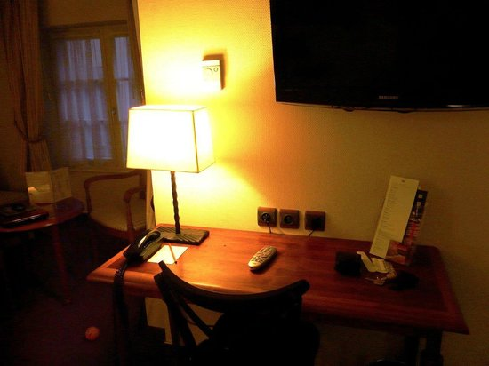 Hôtel Beaucour : Desk