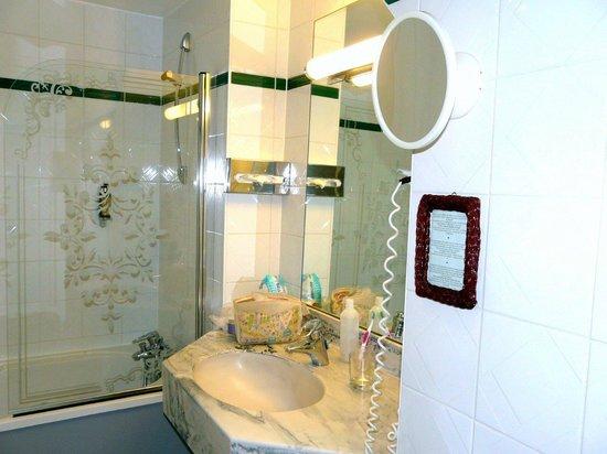 Hôtel Beaucour : Bathroom