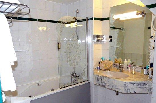 Romantik Hotel Beaucour: Bathroom