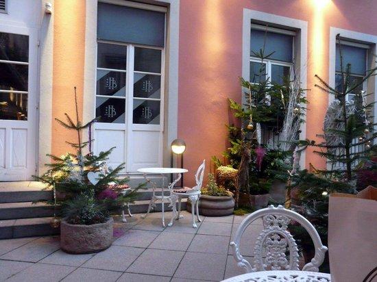Romantik Hotel Beaucour: Couryard