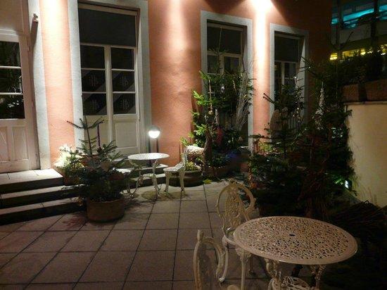 Hotel Beaucour: Courtyard