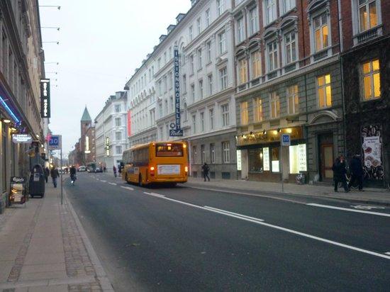 Hotel Nebo : foto tirada da saída da estação central.