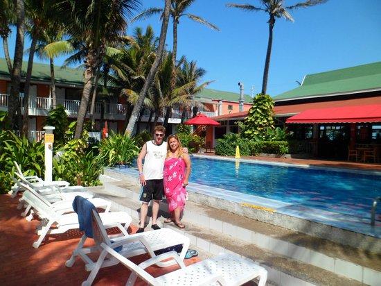 Decameron San Luis : yo con mi pareja en el área de una de las piscinas