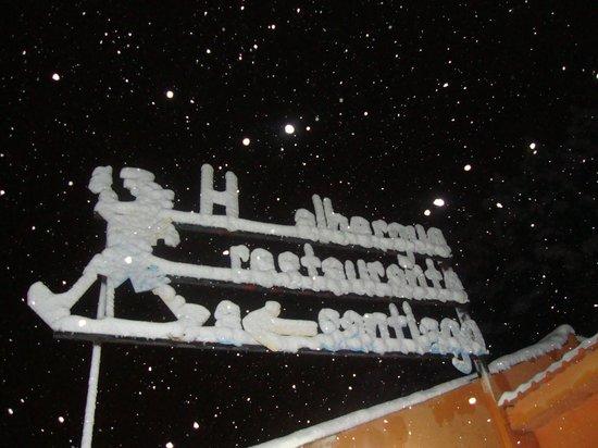 Albergue Hotel a-Santiago: LETRERO DEL HOTEL NEVADO