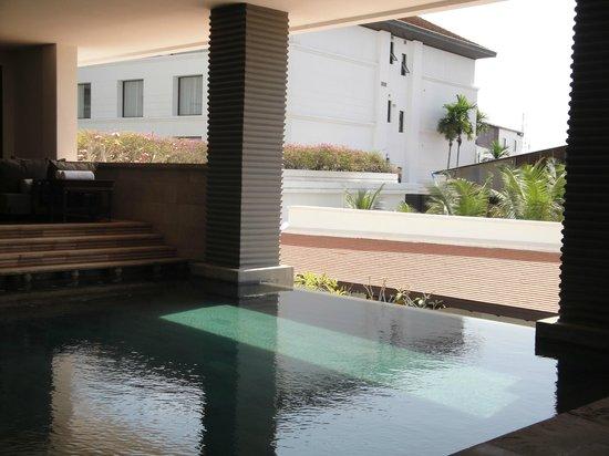 Park Hyatt Siem Reap: Main pool shade as well as full sun
