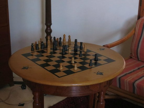 Tikli Bottom: Chess Table