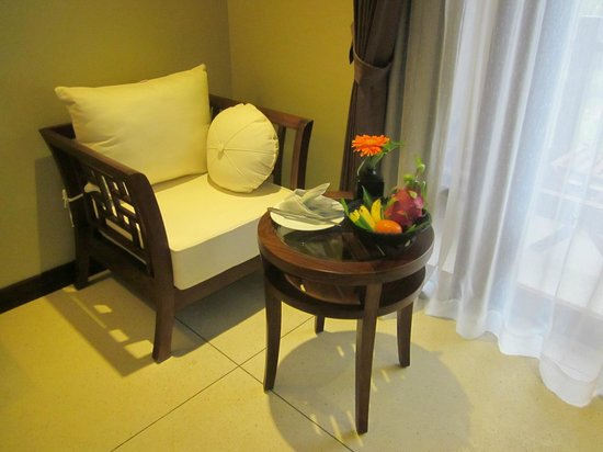 Essence Hoi An Hotel & SPA: Fresh fruit on arrival, lovely -bottled water provided each day too
