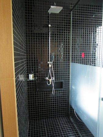 Ramada Khao Lak Resort: Seperate Shower