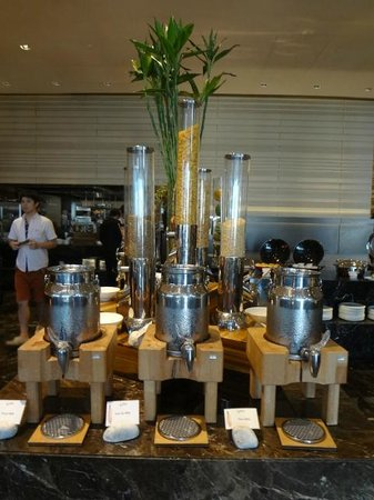 The Okura Prestige Bangkok: 朝食会場