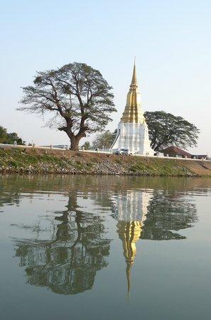 Ayutthaya Ruins : Temple en bord de rivière