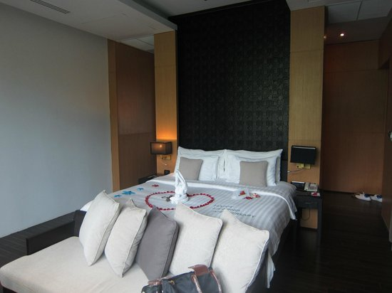 Ramada Khao Lak Resort: King size Bed