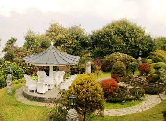 The Elgin Mount Pandim, Pelling: Sit-out in the garden