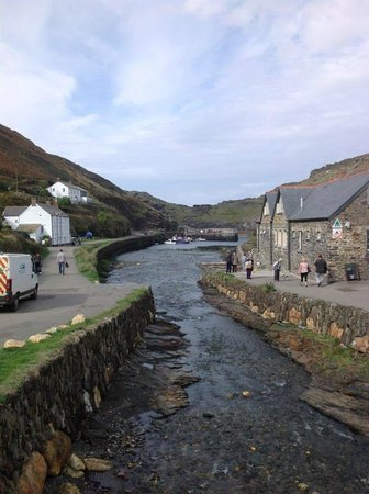 Boscastle Visitors Centre: The picturesque fishing village of Boscastle
