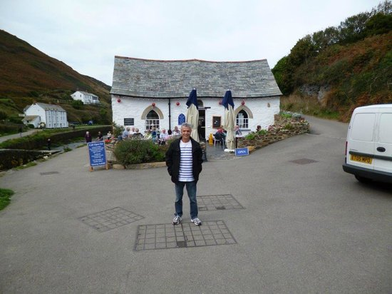 Boscastle Visitors Centre : Beautiful cottage of The Harbour Light Tea Garden in Boscastle
