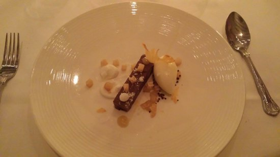 Llansantffraed Court: Amazing chocolate, coconut and pineapple dessert