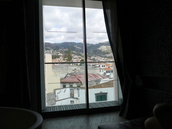 The Vine Hotel: View over Funchal and hills beyond