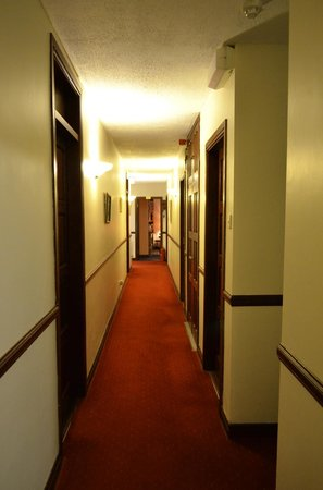 The White House Bed & Breakfast: Hallway to Rooms.