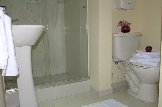 Hotel Portal de Oxum: baño equipado