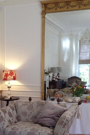 Claremont House : Breakfast room overlooking the garden and furnished with beautiful antiques.