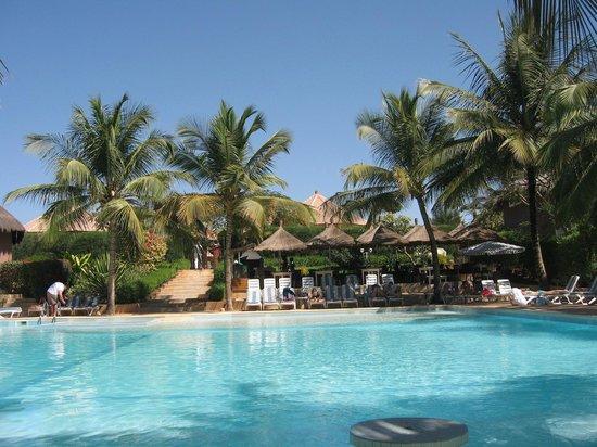 Hotel Neptune : Piscine et coin barbecue