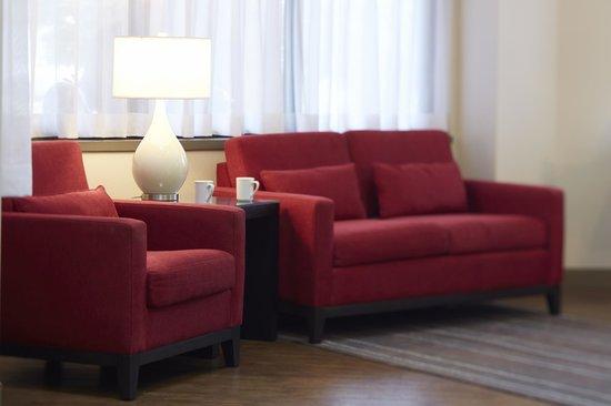 Comfort Inn Drummondville : Relax in the Lobby