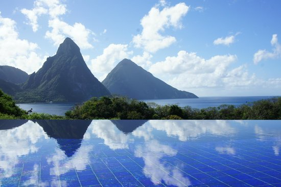 Jade Mountain Resort: The view from our room